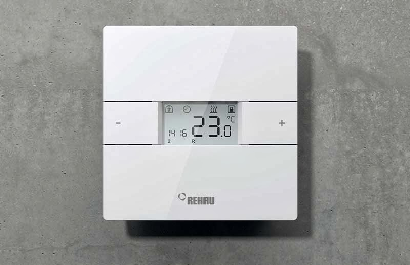 Controlul temperaturii este asigurat de termostul inteligent Rehau NEA